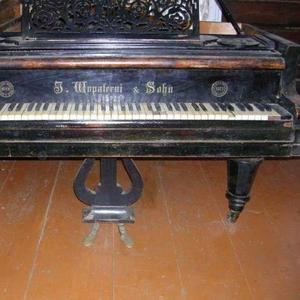 Срочно продаю старинный немецкий рояль 1873 года выпуска