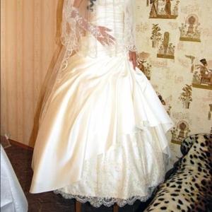 Продам красивое свадебное платье цвета топленого молока